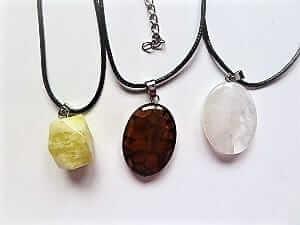 Drei Halsketten versch. Steinsorten als Sonderangebot