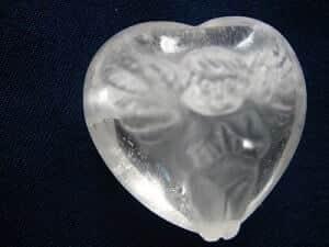 Herz - Kettenanhänger Bergkristall mit Engelgravur - Seltenheit