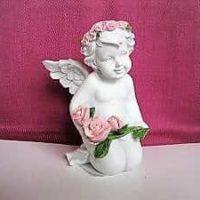 Schutzengel, Engel hält Rosen und kniet