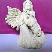 Engel mit Hund, 9,0 cm, AngelStar-Serie
