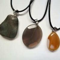 Drei Halsketten im Angebot mit Achat - Edelsteinen