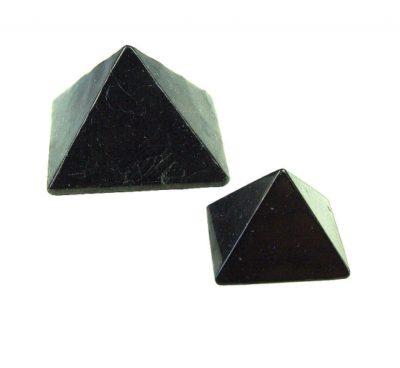 Pyramide aus Schungit 30mm, Glücksbringer, Heilstein