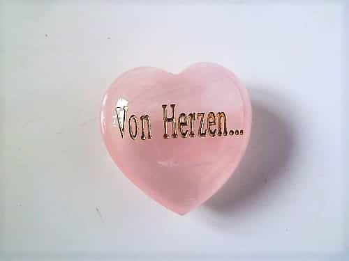 Edelstein Roschenquarz Herz bauchig 45mm mit Gravur von Herzen... in Geschenkschachtel mit Kärtchen