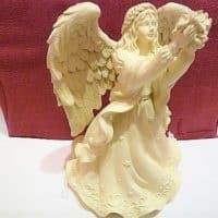 Engelfigur als Spieluhr mit Blumenstrauß, 16,5 x 9cm, AngelStar, Always in my heart Melodie