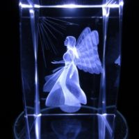 3D Kristallglas Block gelaserter betender Engel, detailliert und klar, 8x5x5 cm